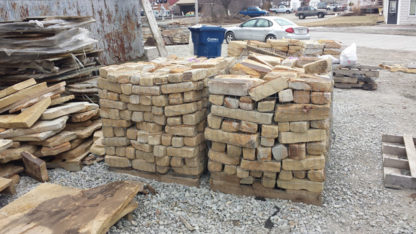 tennessee-quarry-brown-sandstone-edgers-tumbled-tan-natural-stone-patio-walkway-edging-1