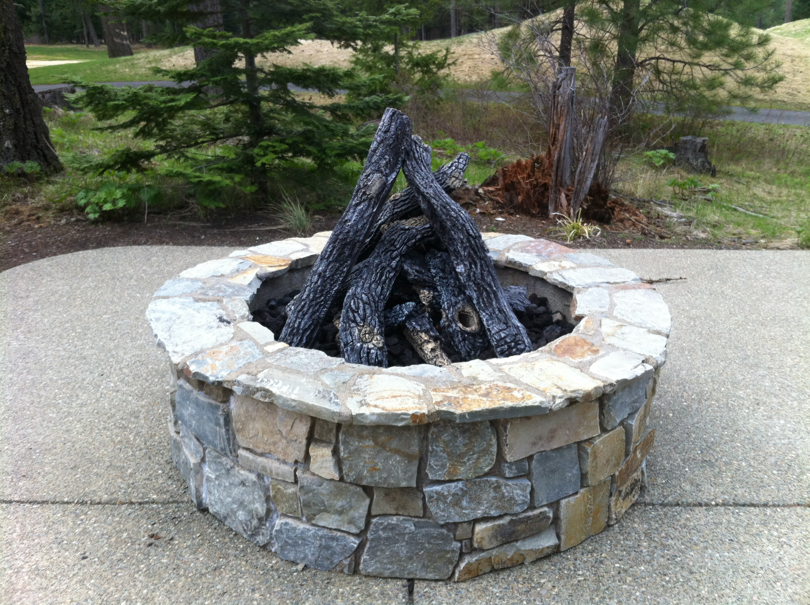 Sedona Log Set Fireboulder Com Natural Stone Fire Pits